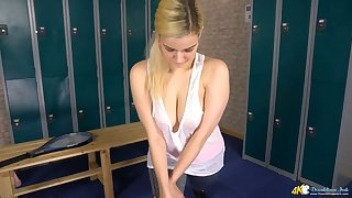 Equip sweet looking babe tempts us with her unrefined breakage in be passed on locker room